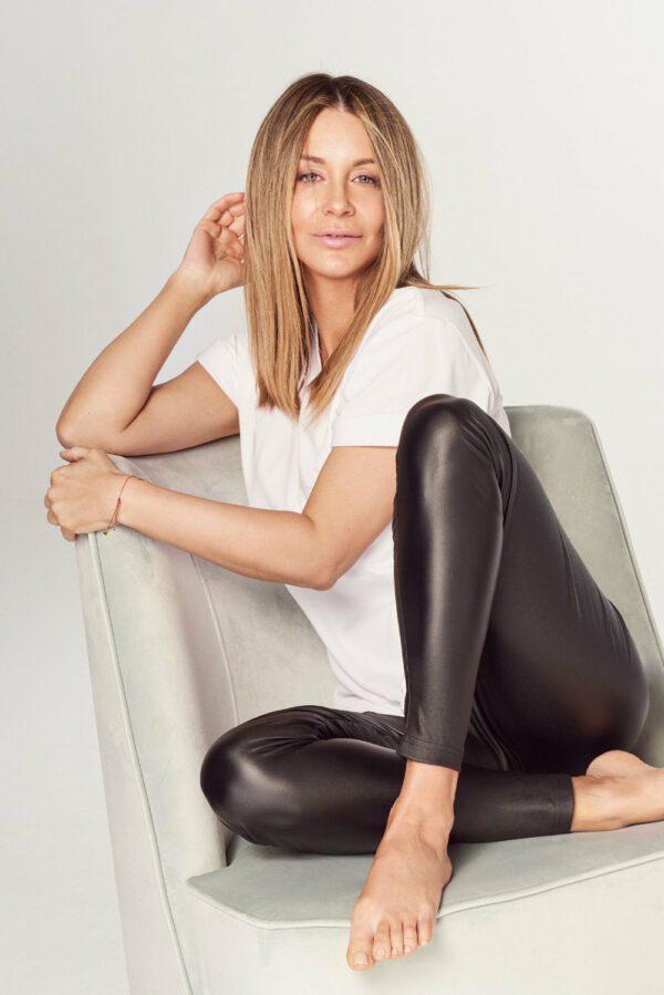 tshirt biały legginsy woskowane czarne