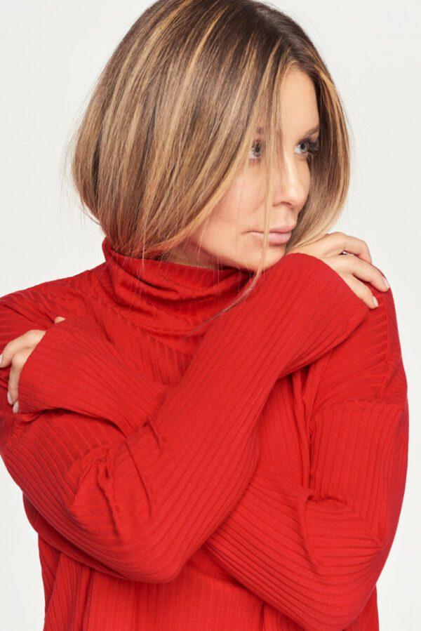 komplet czerwony sweter