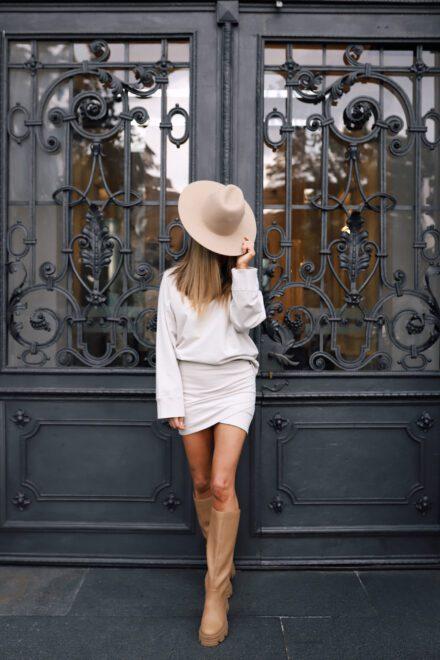 bluza ze spódnicą beżowa komplet jasny