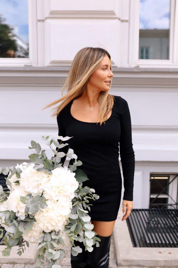 sukienka 6 krótka czarna